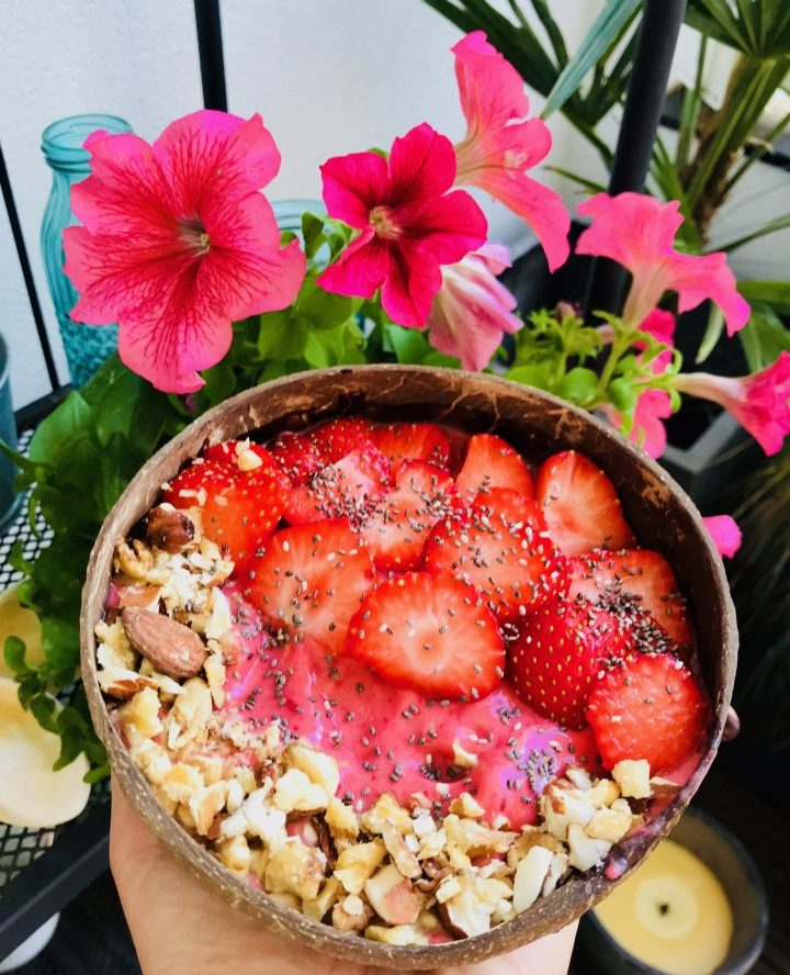 Strawberry Coconut Bowl Breakfast Meal; Healthy Food recipes and inspirations Blog
