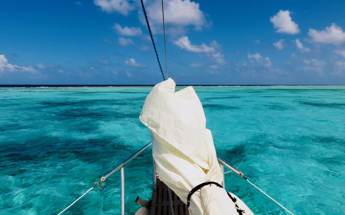 Sailing view barrier reef during Sailing tour Raggamuffin Belize, Belize Travel Blog