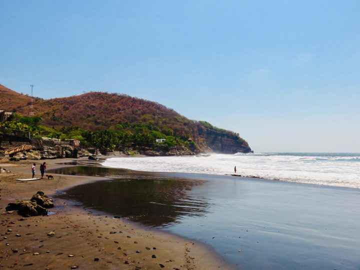 Beach with surf in El Zonte El Salvador, El Salvador Travel Blog