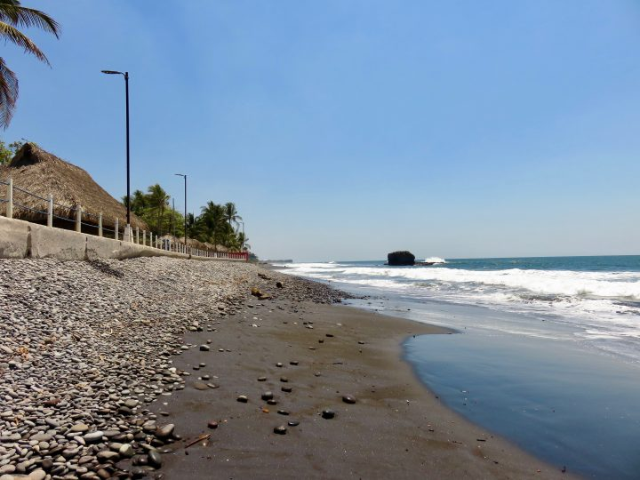 Walk to El Sunzal over the rocks in El Tunco El Salvador, El Salvador Travel Blog