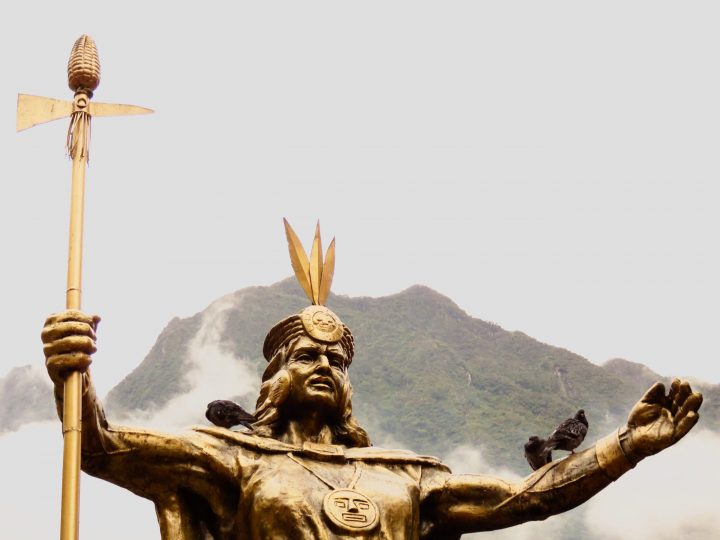 Statue Aguas Calientes Machu Picchu Peru, travel Blog Peru