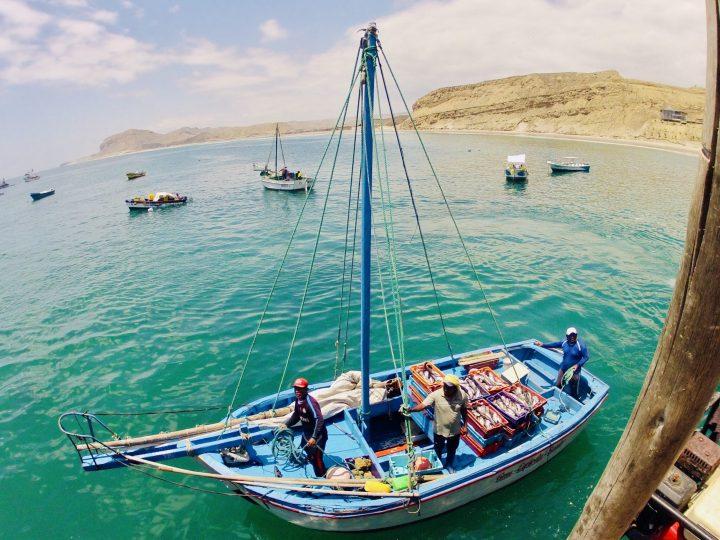 Fischerboat Organos Mancora Peru, travel blog Peru
