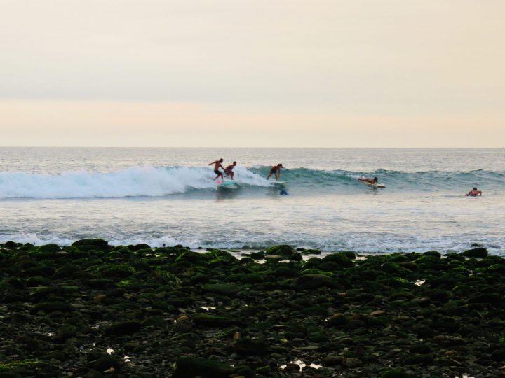 Surf and surfing at Máncora Peru, travel blog Peru