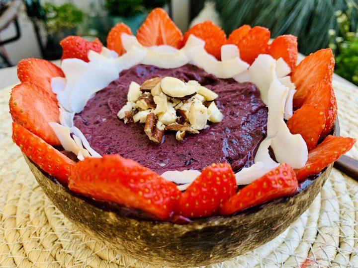 Acai Breakfast Conconut Bowl Food; Food Blog Recipes and Inspirations