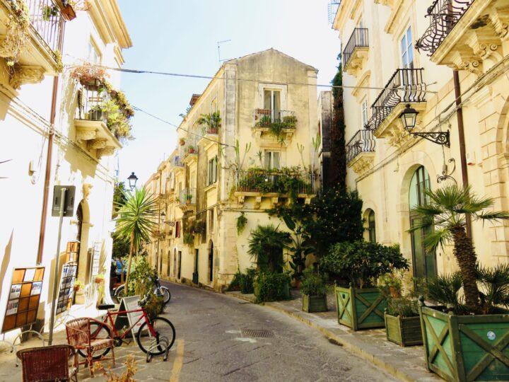 Streets Syracuse Ortygia Southeast Sicily Italy Travel Blog
